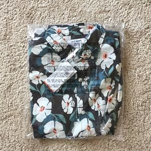 NWT Old Navy shirt:  size M